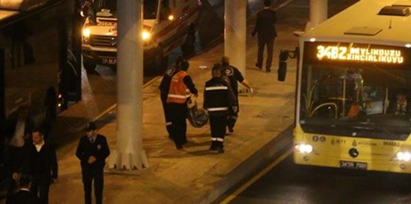 Metrobüs durağında şok ölüm